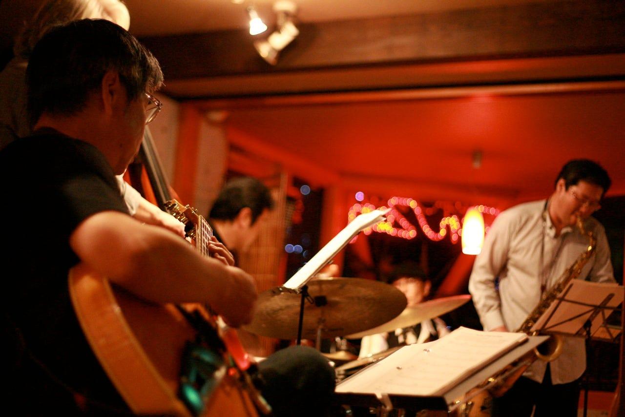 音楽イベントや占いカフェも