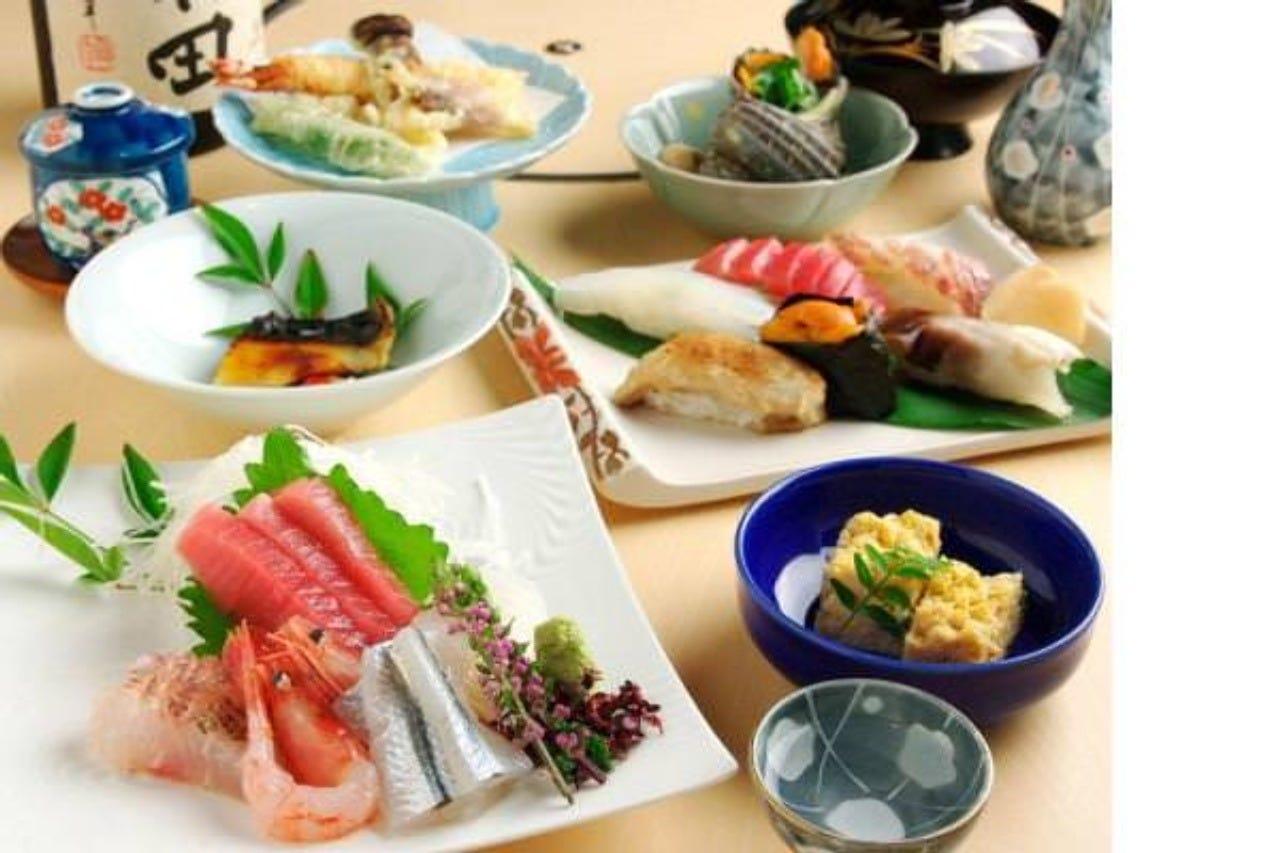 お寿司ばかりでなく一品料理も多彩