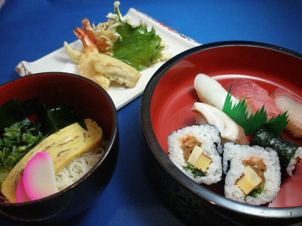 ランチの人気メニュー 天ぷらにゅうめんすしセット