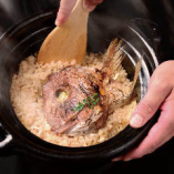 信楽釜で炊き上げた、自慢の鯛飯。一度ご賞味くださいませ。