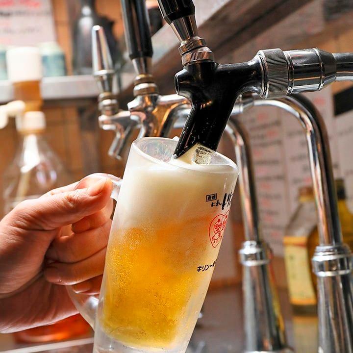 美味しいビールの秘訣!技が光る泡のバランスにご注目ください