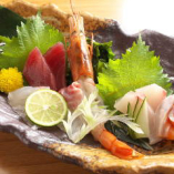 三河湾の天然鮮魚や珍しい地魚を料理人が丁寧に仕込みます