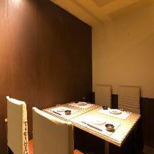 ゆったりくつろげる大小個室席を完備