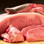 雌牛一頭からわずか1.5キロ程度しか取れない希少部位のタン。ほどよい霜と柔らかい肉質が絶品。