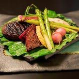 季節のお野菜を蒸し野菜にすると、甘味が引き立ちお肉との相性が高まります。