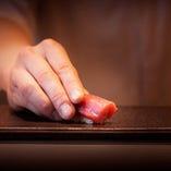 店主が握る江戸前寿司。