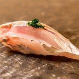 厳選食材を江戸前寿司伝統の仕事を行いご提供いたします。