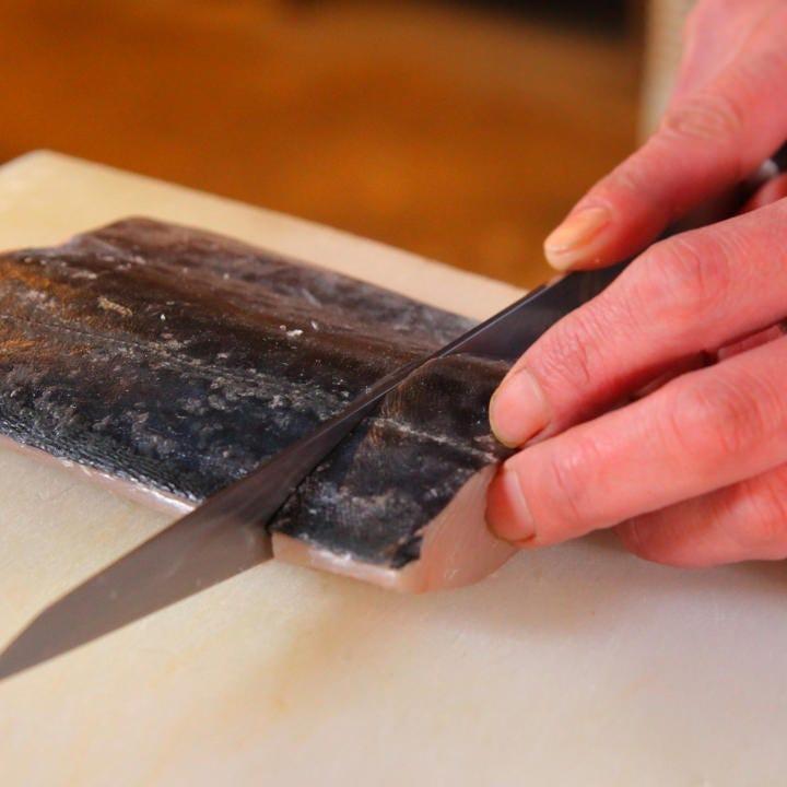 鮮魚は和食料理人の目利きで厳選 刺身や焼き物、揚げ物でどうぞ