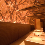 桜に彩られた完全個室は御宴席の場を華やかに演出致します。