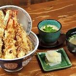 『海老天丼』は海老4本やイカ天などボリュームも満点!