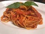 フレッシュトマトを入れたシンプルなトマトソース スパゲッティ