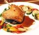 鴨もも肉のコンフィ ハニースパイスソース