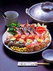 海の幸、山の幸を盛り合わせた当店自慢の鍋料理。