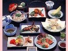 ご会合には季節感を盛り込んだ 会席料理を。