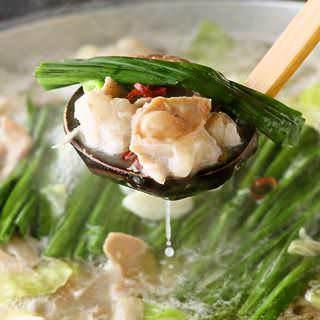 芋蔵名物もつ鍋は食材の旨味を凝縮!ぜひご賞味ください。
