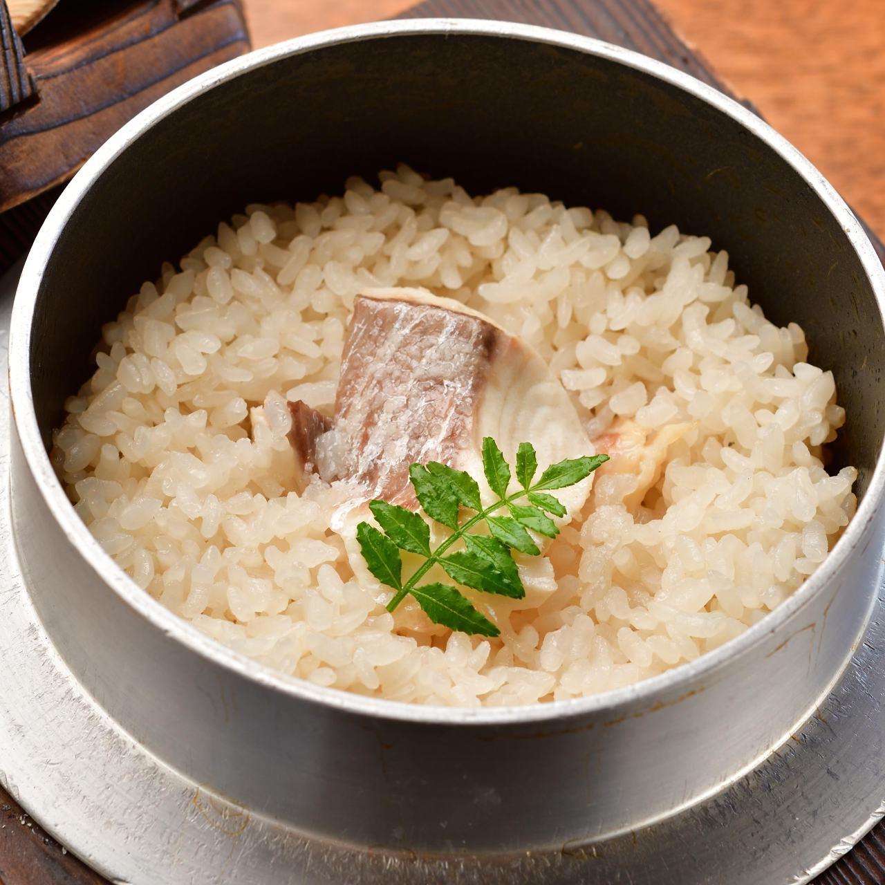 一押しの鯛の釜飯をはじめ素材を活かしたお料理でおもてなし