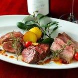 自慢の赤身肉の料理