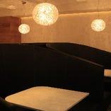 プライベートな雰囲気で至福の時間を過ごせるソファ席