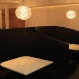 【ソファ席】広々としたお席はプライベート感満載で周りを気にせず楽しめます