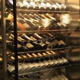 100種類以上のワインは様々な品種からバラエティ豊かに取り揃え
