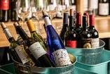 バイキングスタイルでグラスワイン(14種)も飲み放題!