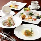 厳選した旬食材を贅沢に使用した月替りコースプラン