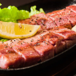 鉄板でアツアツ!肉料理