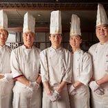 本場北京より招聘した専門調理師や料理人が腕を振るいます
