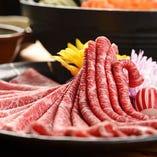 「神戸牛」のすき焼きやしゃぶしゃぶをご堪能。