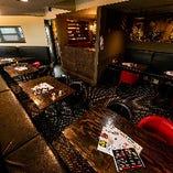 落ち着いた雰囲気漂うテーブル席は様々なシーンでご利用可能