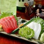 沖縄で獲れる最大級のイカをお刺身に。柔らかい食感がヤミツキに