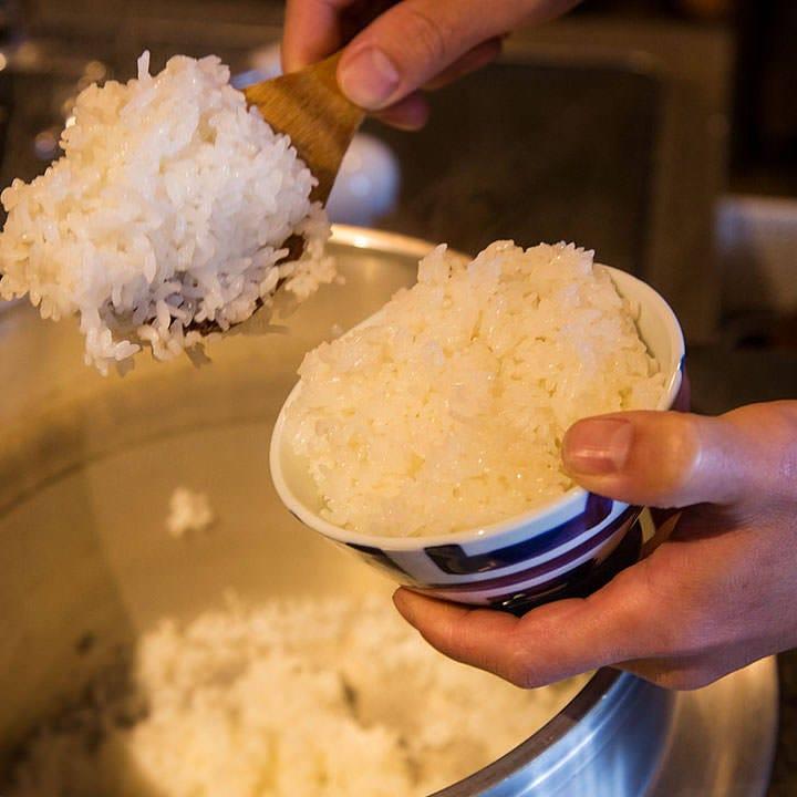 釜炊きの銀シャリはお肉と相性抜群!