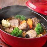 温製料理は蓋付保温器等でビュッフェコーナーにご用意