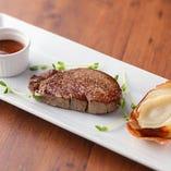牛フィレ肉のステーキ 温野菜添え