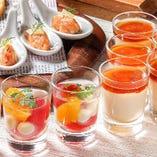 オードブルやサラダは個々に盛り付け、ビュッフェコーナーにてご用意
