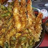 メガ盛り出し巻き卵のせ海老天丼