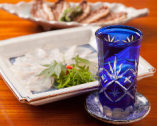 蕎麦前として、季節感あふれる鮮魚料理と日本酒をゆっくり堪能