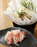 地元伊勢崎産の【氷室豚】を使ったしゃぶしゃぶです。氷温熟成のお肉の為、お肉の脂の美味しさがバツグンです。この他にも、座忘では、角煮、肩ロース肉の炭焼き、ローストなどを提供しております。
