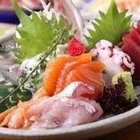 小田原の早川港より直送の鮮魚の盛り合わせ!! 季節ごとの旬を届けます。