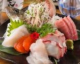 小田原の早川港より直送の新鮮な海の幸   この時期は、【 鯵 】【 ウスバハギ 】【 イナダ 】が、美味しさバツグン!