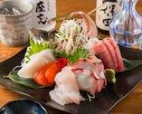 小田原の早川港より直送の新鮮な海の幸の盛り合せ   美味しさバツグン!