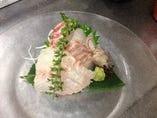 活〆の真鯛のお刺身です。日本酒で乾杯!