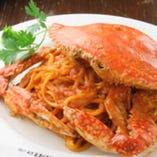 数量限定!丸ごと渡り蟹のトマトクリームパスタがおすすめ◎