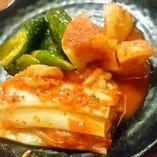 キムチ・サラダ・揚げ物など、お肉以外の一品メニューも豊富。