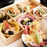 【日替わりメイン】+副菜4種類+ご飯+味噌汁+漬物+茶碗蒸し