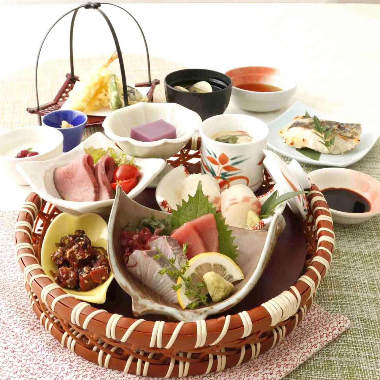 ●すみれ【料理9品】はなの屋名物!刺身・ローストビーフ・寿司も堪能出来る篭盛り御膳コース♪