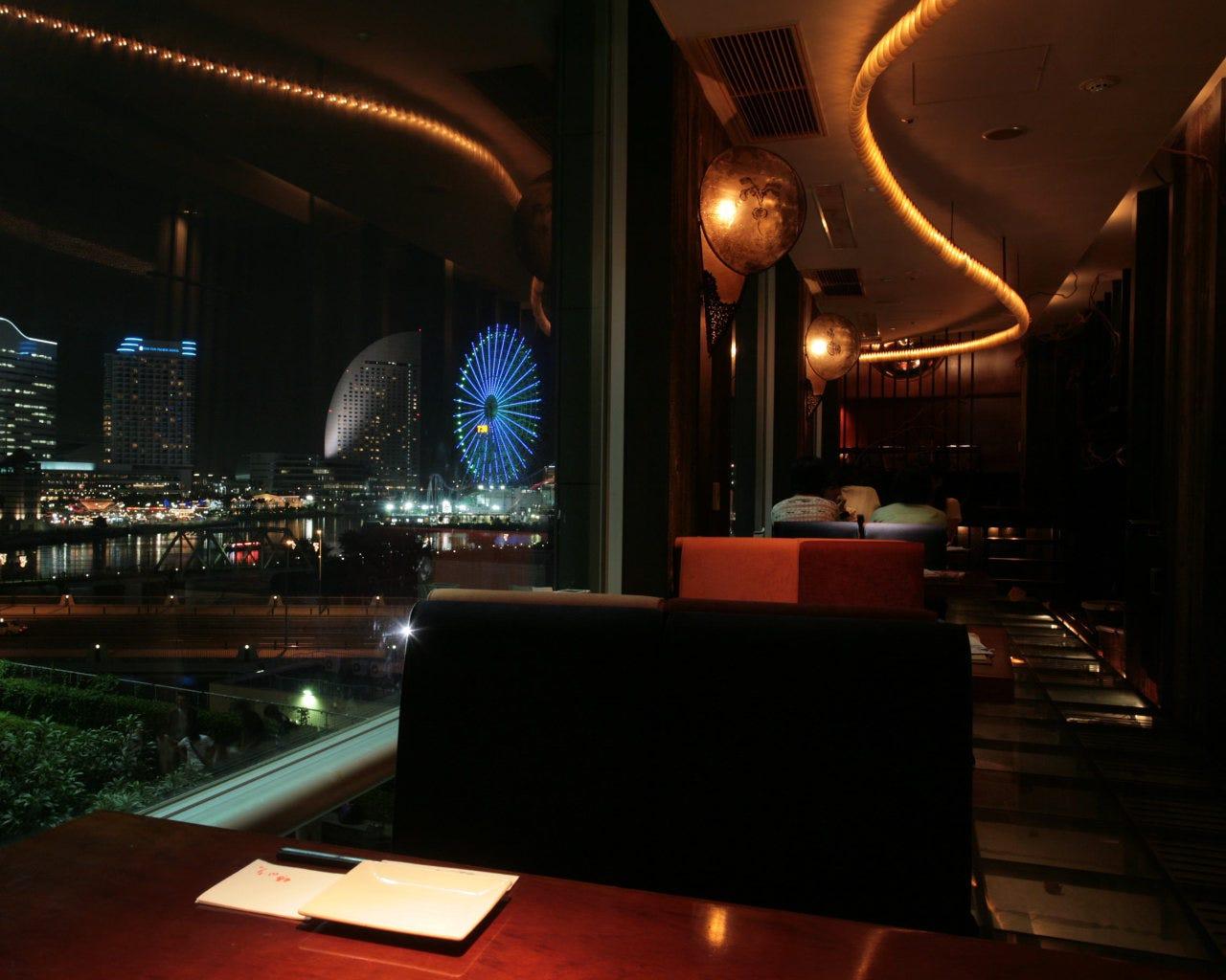 みなとみらい夜景を眺めながらお食事