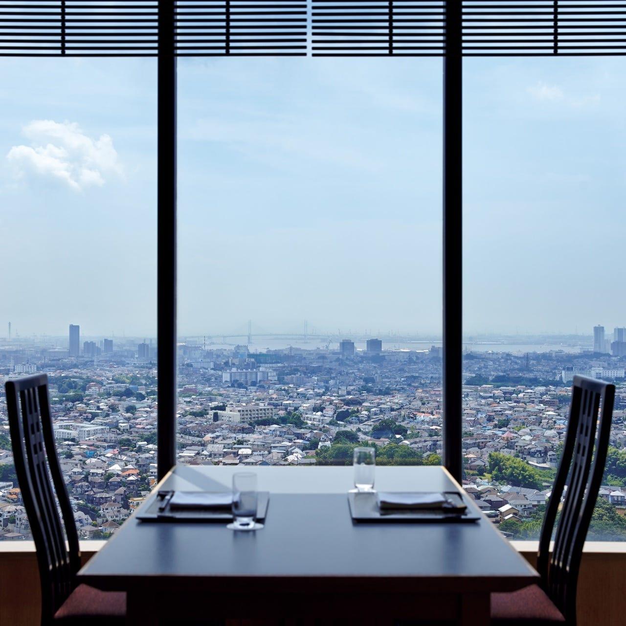 天気のいい日は富士山も…窓一面の景色を眺めながら贅沢なランチ