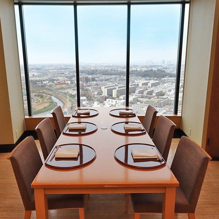 素晴らしい眺望を楽しみながら、ゆったりとお食事してください