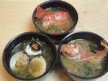 金目・かさご・貝の味噌汁      各630円